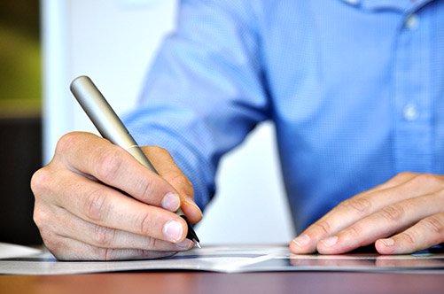 мужчина пишет письмо1 (501x332, 134Kb)