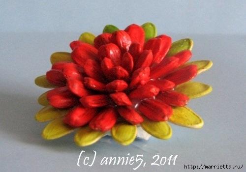 Цветы из шишек, семечек, листьев кукурузы, фисташек и макарон (17) (500x350, 97Kb)