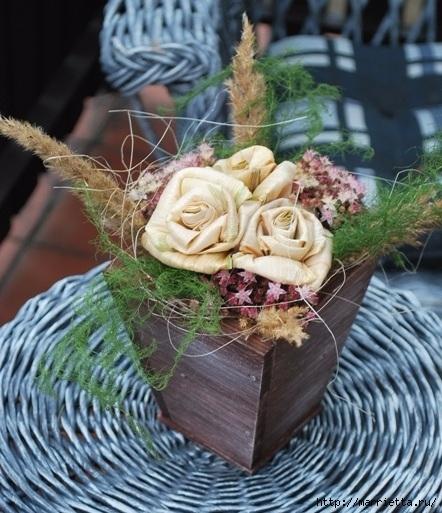 Цветы из шишек, семечек, листьев кукурузы, фисташек и макарон (24) (442x513, 188Kb)