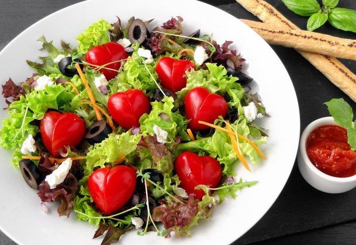полезный салат на День святого Валентина/3368205_valentine_s_day_salad (700x482, 87Kb)