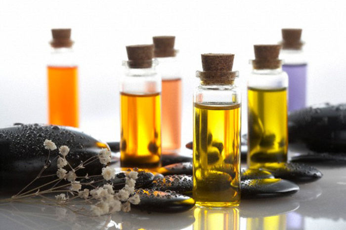 эфирные масла для кожи зимой/1482828592_yefirnuye_masla_dlya_kozhi_zimoy (700x466, 52Kb)