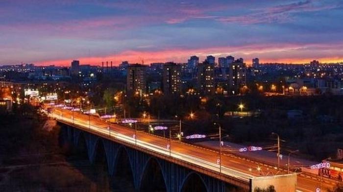 Ночной Волгоград (700x392, 257Kb)