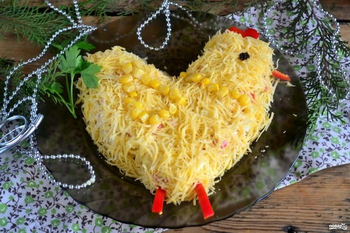 новогодний салат петушок/5281519_salat_quotpetushokquot_iz_krabovih_palochek330510 (700x466, 303Kb)