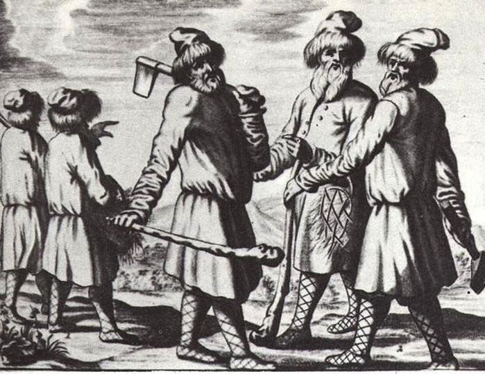 Чем отличаются смерды от холопов?