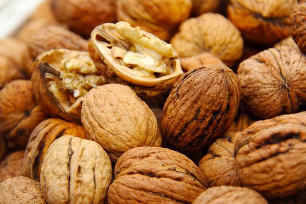 Yummy-Walnuts-Shell-Market-Seeds-Fresh-1235667 (600x400, 231Kb)