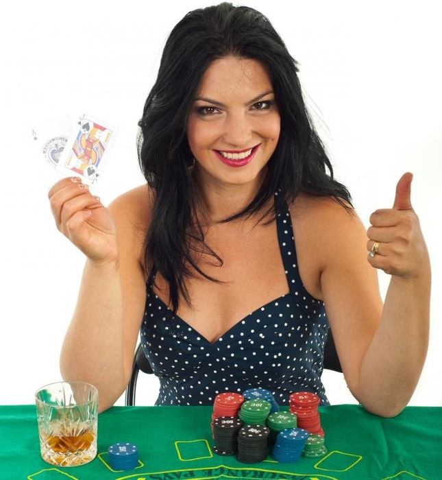 successful-casino-woman-holding-goood-cards-and-giving-thumb-up-against-white-background (645x700, 116Kb)
