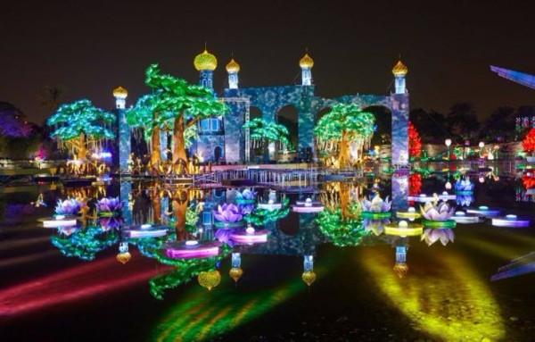 Светящийся-сад-в-Дубаи-Dubai-Garden-Glow-1 (600x383, 234Kb)