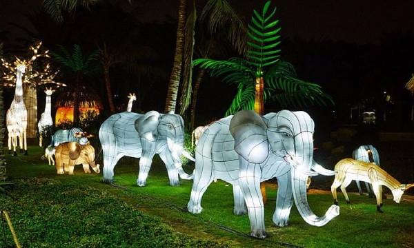 Светящийся-сад-в-Дубаи-Dubai-Garden-Glow-3 (600x360, 245Kb)