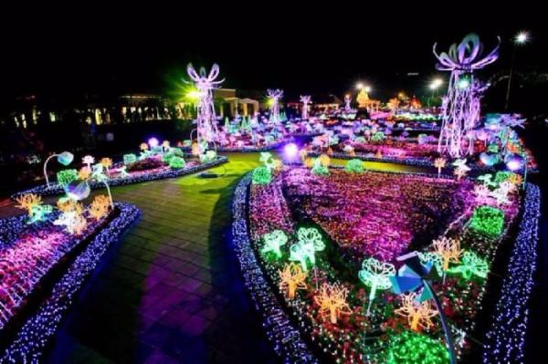 Светящийся-сад-в-Дубаи-Dubai-Garden-Glow-11 (600x399, 273Kb)