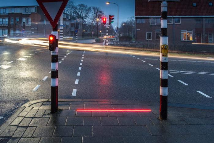 дорожные знаки для гаджетозависимых пешеходов 1 (700x466, 382Kb)