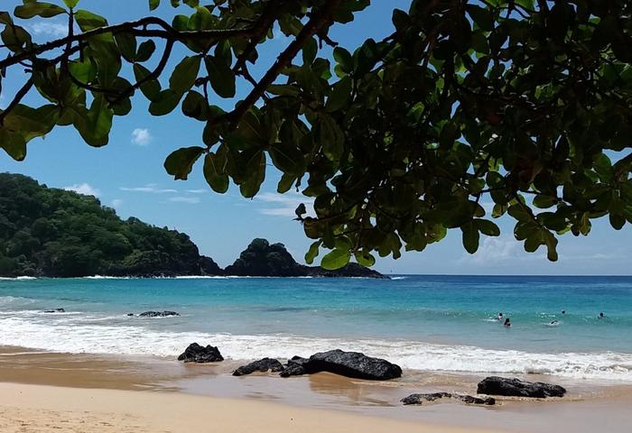 бразильский пляж Baia do Sancho 3 (700x480, 366Kb)