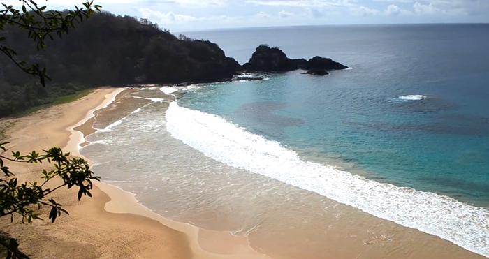 бразильский-пляж-Baia-do-Sancho-2 (700x371, 273Kb)