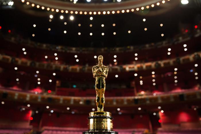 Oscar-Statuette_1-1280x854 (700x467, 77Kb)