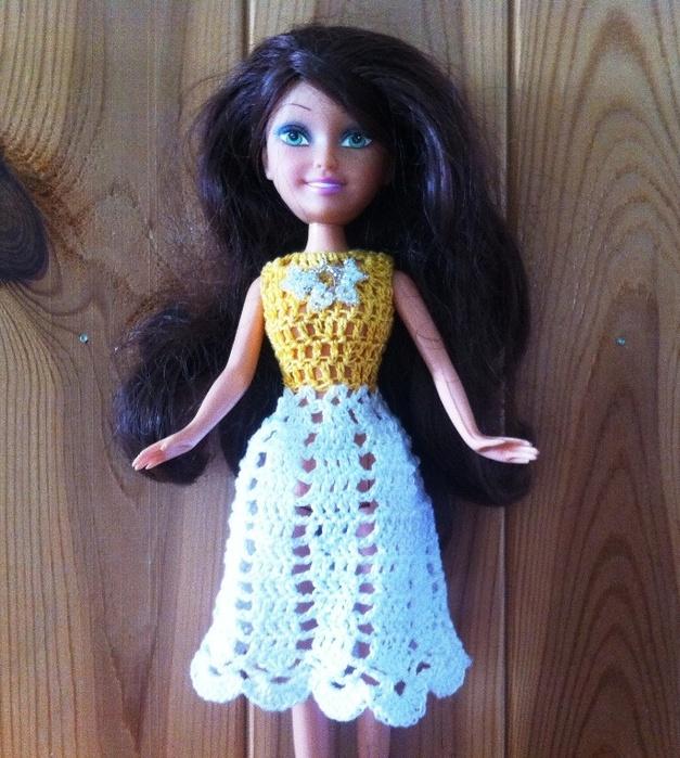 Легкое платье для куклы крючком