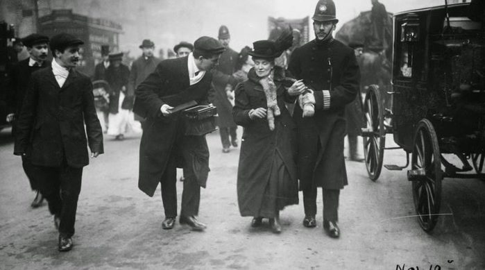 3437398_Suffragettesvs_Police19800x445 (700x389, 43Kb)