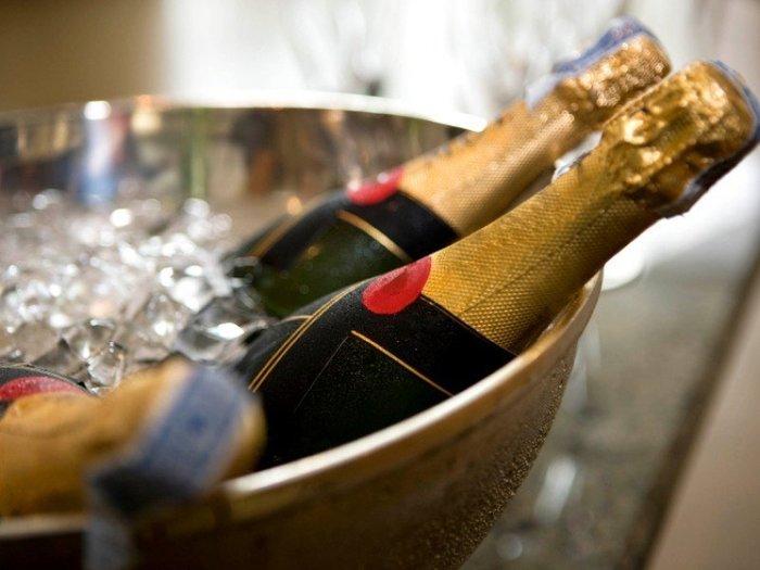 2749438_Otkrivaem_shampanskoe_po_pravilam (700x525, 54Kb)