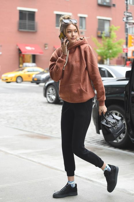 gigi-hadid-street-style-out-in-new-york-city-5-6-2016-6 (465x700, 43Kb)