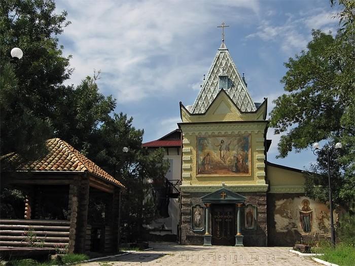 Бердянская церковь Покрова (700x525, 126Kb)