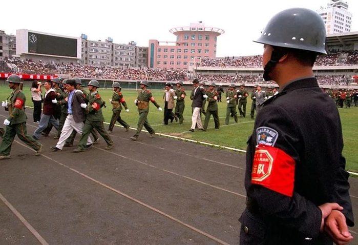 Расстрел коррупционеров в Китае (699x478, 70Kb)