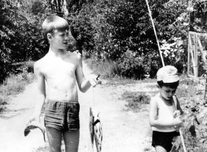 Почему люди не помнят себя в раннем детстве?