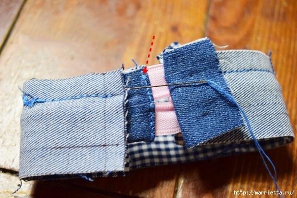 Шьем кошелек из джинсов с вязаной крючком розой (11) (592x395, 187Kb)
