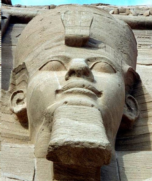 statuesof-Ramesses-II-at-Abu-Simbel (587x700, 359Kb)