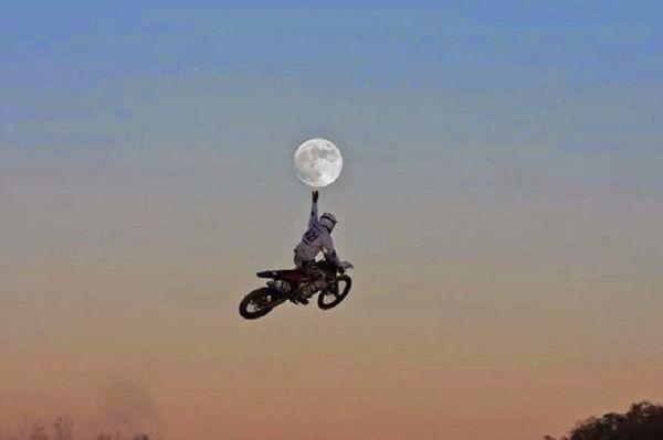 12. Дотянуться рукой до Луны (600x399, 87Kb)