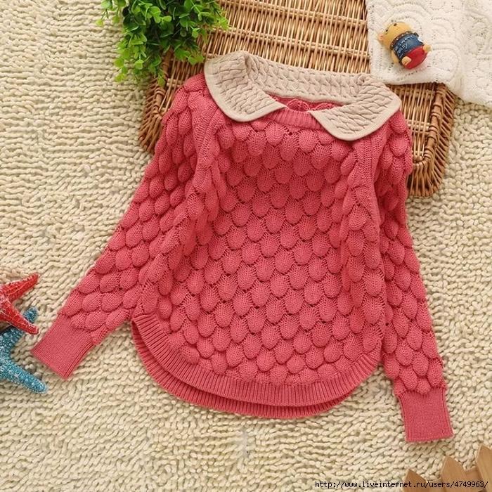 Вязанный свитер девочке спицами