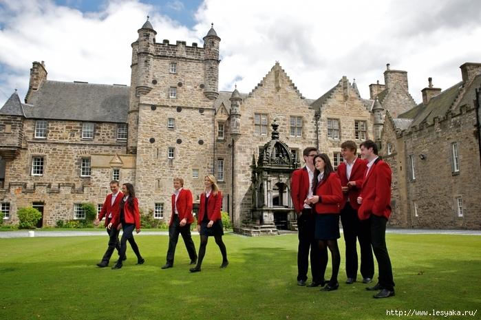 частные школы в Англии/3925073_LorettoSchoolBuilding (700x465, 288Kb)