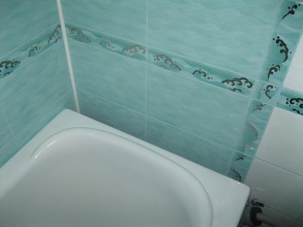 заделка щели между ванной и стеной