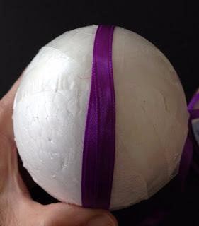 Декоративное пасхальное яйцо с цветами из лент. Мастер-класс (3) (281x320, 49Kb)