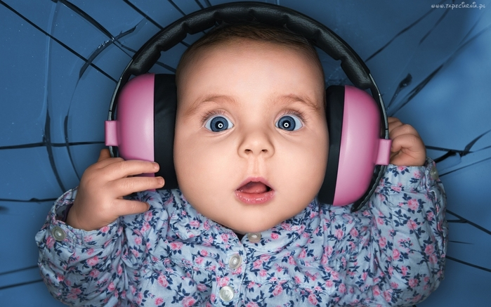 3509984_www_GetBg_net_People___Children_Baby_in_pink_headphones_103865_ (700x437, 227Kb)