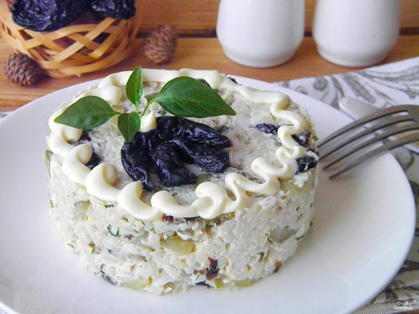 Салаты с курицей и черносливом/5281519_salat_iz_kurici_s_chernoslivom254944 (607x455, 50Kb)