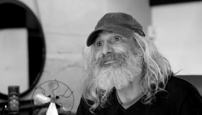 бездомный Хосе Антонио 1 (700x397, 97Kb)