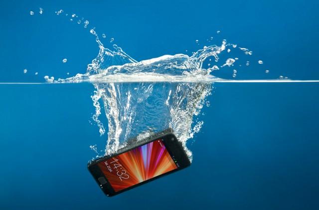 сотовый телефон попал в воду (640x421, 49Kb)