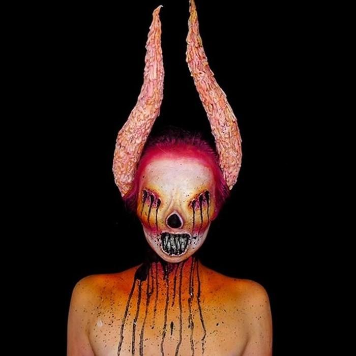 Как девушка превращается в монстров с помощью грима