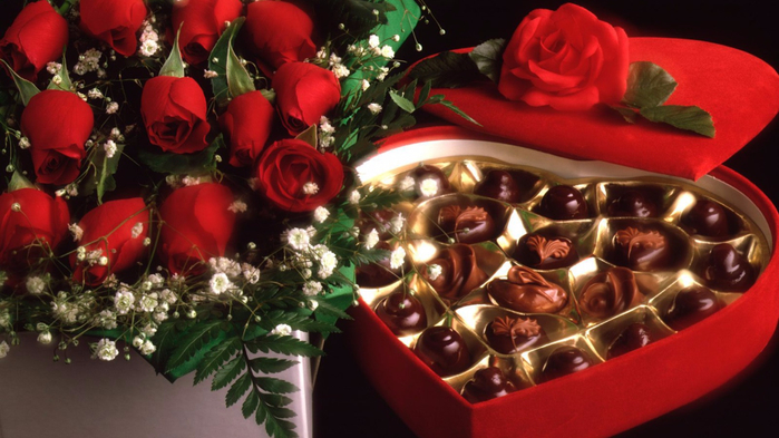 Holidays___International_Womens_Day_Red_roses_on_March_8_with_chocolates_058032_24 (700x393, 330Kb)