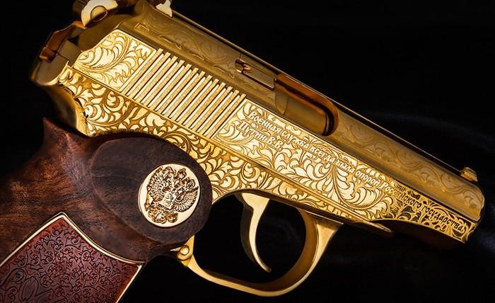 Золотые пистолеты для российской армии