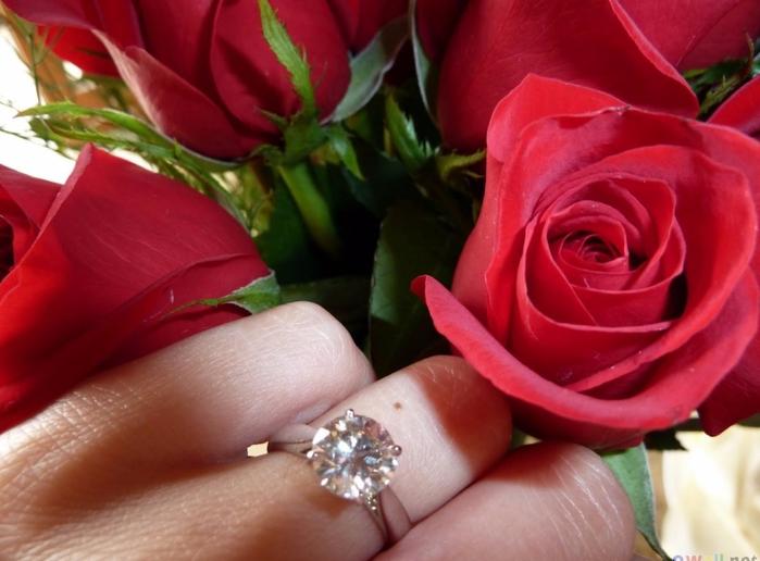 Фото девушек с цветами и кольцом