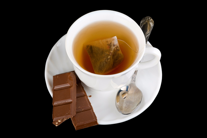 cup-of-tea-with-chocolate (700x469, 147Kb)