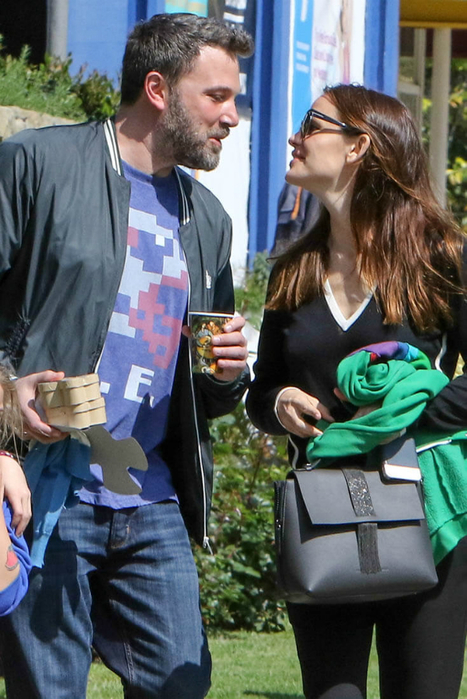 affleck-garner-church-27mar17-02 (467x700, 383Kb)