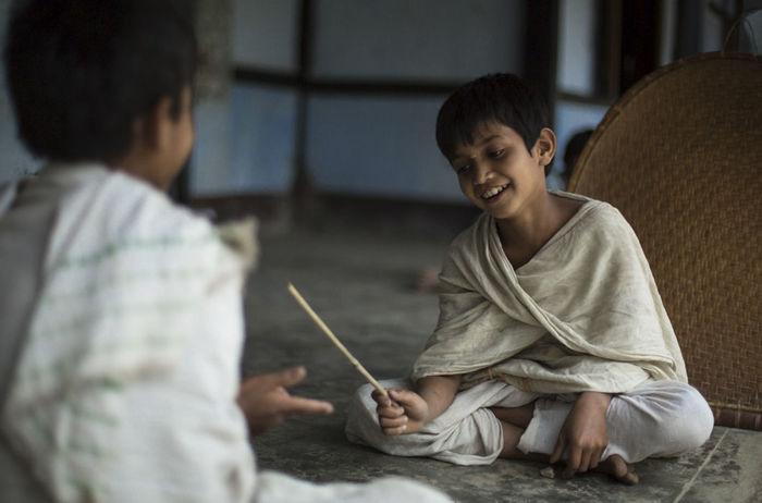Как живут маленькие дети-монахи бхакти