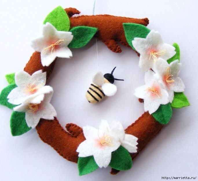 Весенний венок из фетра, с цветами и пчелкой (20) (684x624, 245Kb)