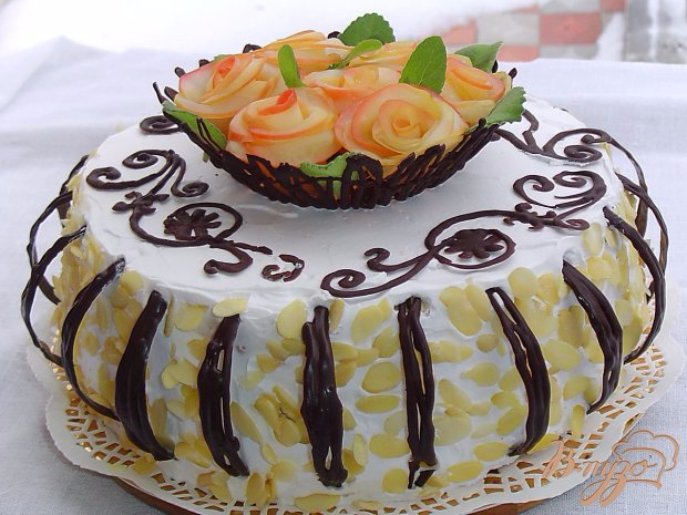 Вкуснейший праздничный бисквитный торт с яблочными розами (17) (620x465, 292Kb)