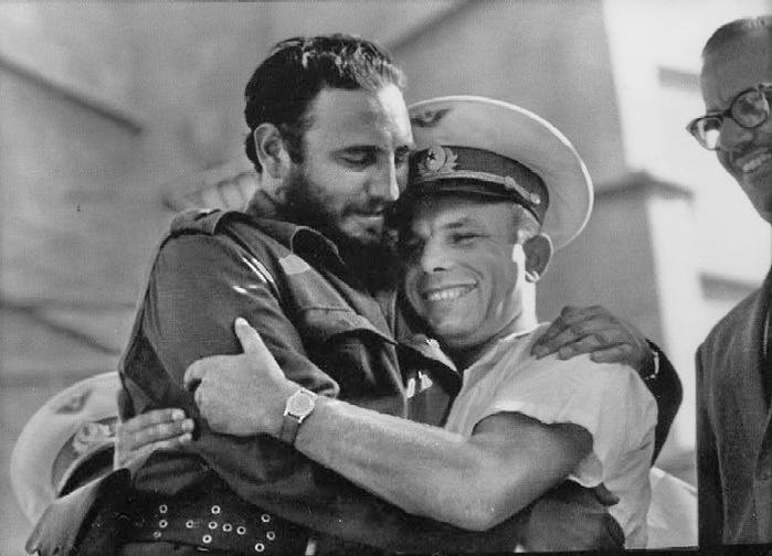 Гагарин 05 с Фиделем Кастро (700x504, 94Kb)