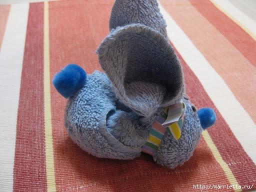 Пасхальный кролик из маленького махрового полотенца (4) (512x384, 148Kb)