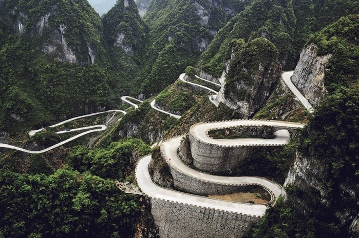 Топ 15 безумных дорог мира, где водителям нельзя расслабляться ни на секунду