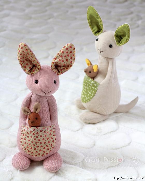 КЕНГУРУ с кенгуренком - изумительные игрушки из носков и фетра (2) (560x700, 254Kb)