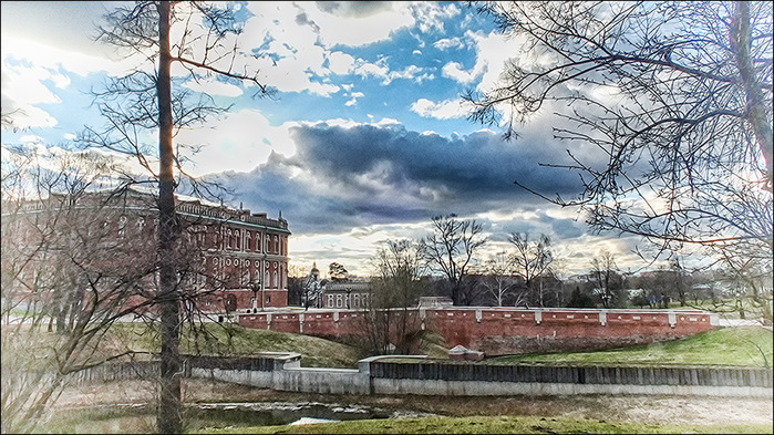 Оранжерейный мост и Хлебный дом в Царицыно/3673959_14 (700x393, 181Kb)
