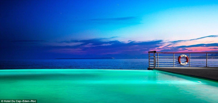 The-infinity-swimming-pools-located-in-the-most-picturesque-corners-of-our-planet-03 (700x332, 231Kb)